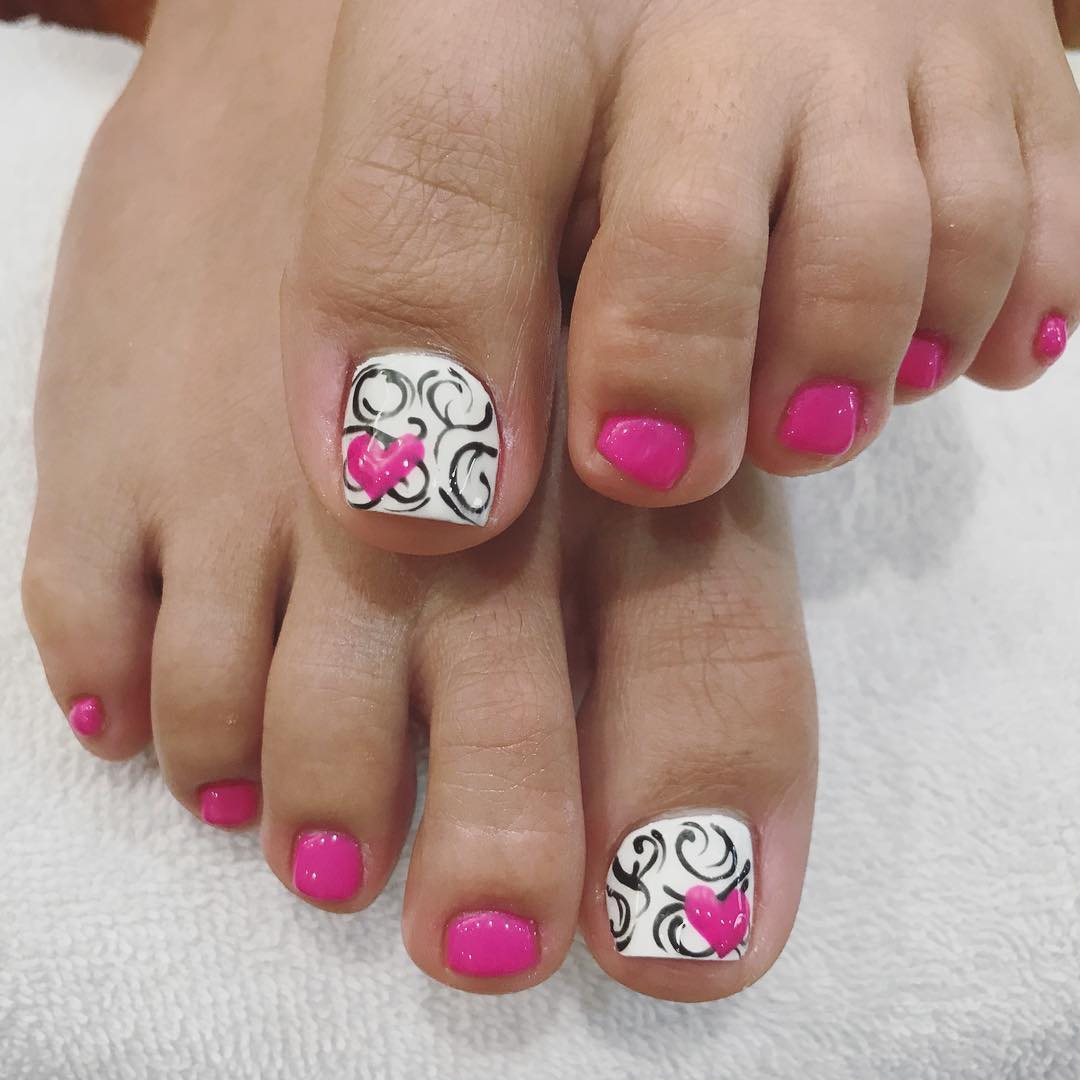 Heart and Black Spiral Design Toe Nail