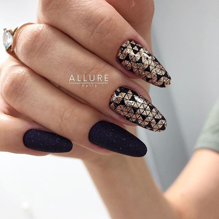 Shinning Black Nails with Golden Nail Art
