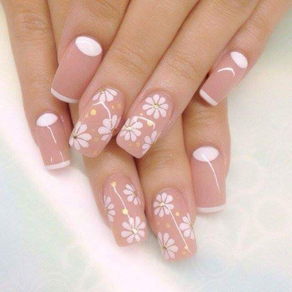 Beige And White Flowers On Nails To Stay Simple