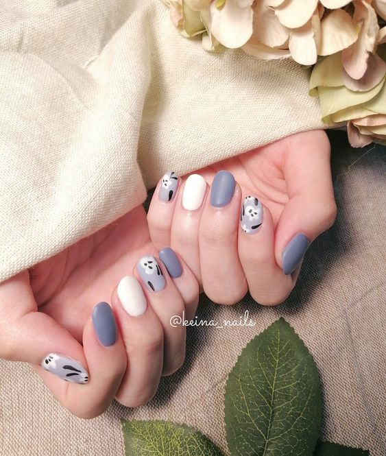Amazing Blue and White Nail Art Idea for Summers