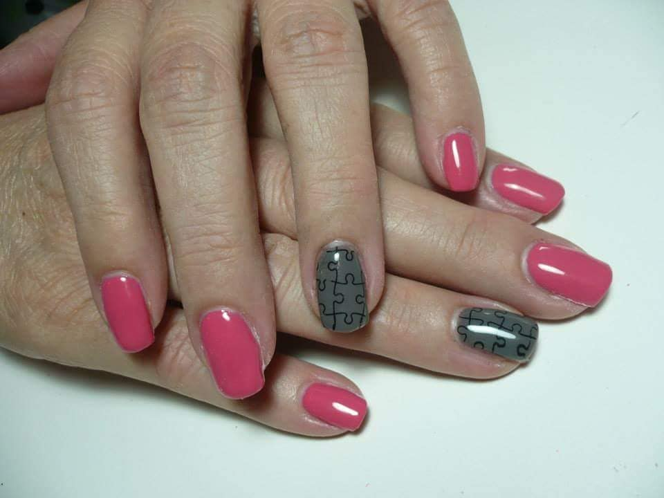 Amazing Pink Nails with Exceptional Gray Nail